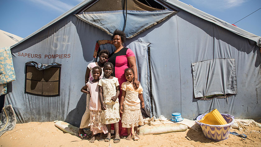Aminata Dieng and her four children had to leave her house destroyed by rising waters in Saint Louis, Senegal. Now she lives in Camp Khar Yallah for internal displaced people due to climate change.