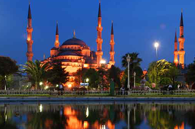 A view of the Blue Mosque in Istanbul, Turkey. - Photo: Shutterstock
