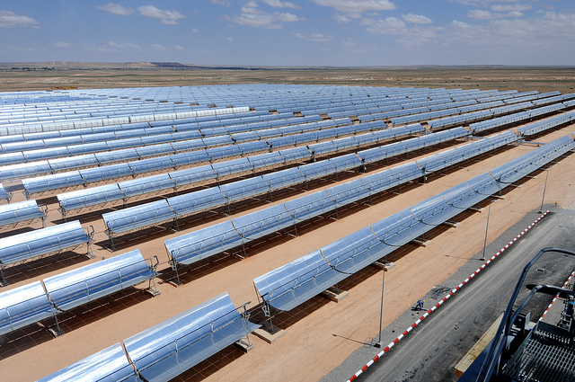 Rows of solar panel at a thermo-solar power plant in Morocco. Photo by Dana Smillie / World Bank.