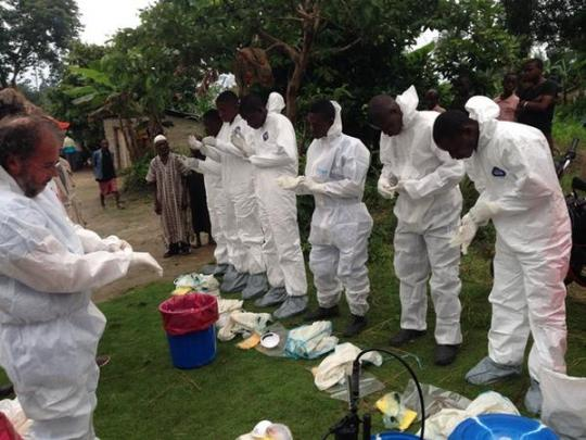 WHO team are preparing to remove dead bodies of people who died from Ebola.