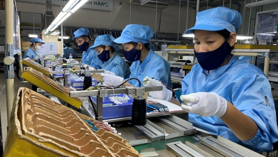Workers checking electronic chips at Hanel PT factory in Hanoi, Vietnam. Photo: © Van Anh/IFC