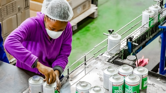 A woman working on an assembly line in a glue factory in Johannesburg, South Africa. Photo: © Sunshine Seeds/Shutterstock