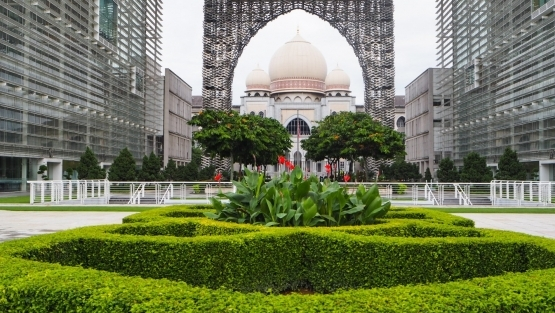 Malaysia's Islamic sustainable finance market thrives todays, a result of strong building blocks that have been put in place by key players in the ecosystem.