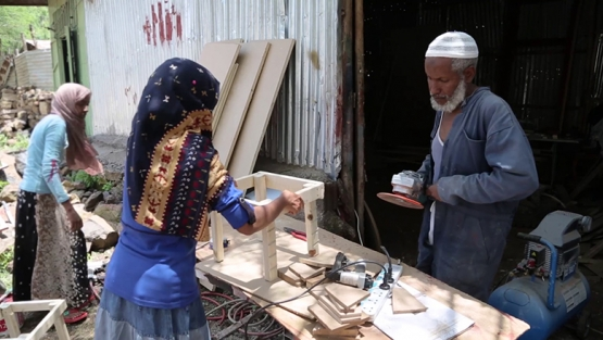 Ahmedin Ibrahim, Eritrean refugee and entrepreneur, and his daughters build furniture in Shire, Ethiopia. © World Bank