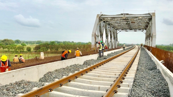 Construction work on India's Eastern Dedicated Freight Corridor