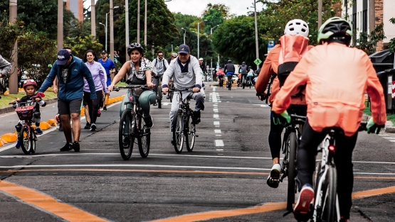 Cyclists take over the streets of Bogotá during the weekly Ciclovía event. Photo: Gabo G./Shutterstock