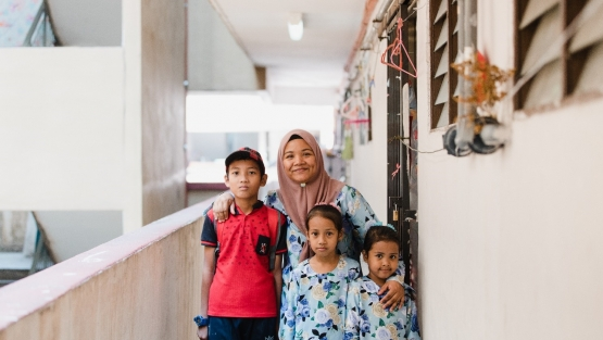 Malaysian women and her children
