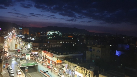 Image of a crowded street at night in Yemen