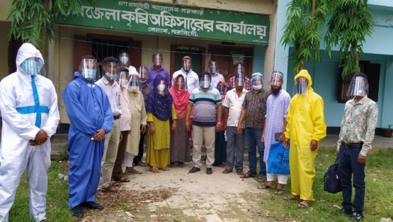 Frontline workers in Bangladesh wearing face shields developed by SM Anamul Arefin. Photo: World Bank