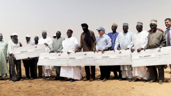 The carbon credit payment ceremony in Koné Béri, Niger, was cause for celebration. Photo: World Bank