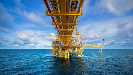 Offshore oil and gas rig platform in the gulf of Thailand. Photo: © Red ivory/Shutterstock
