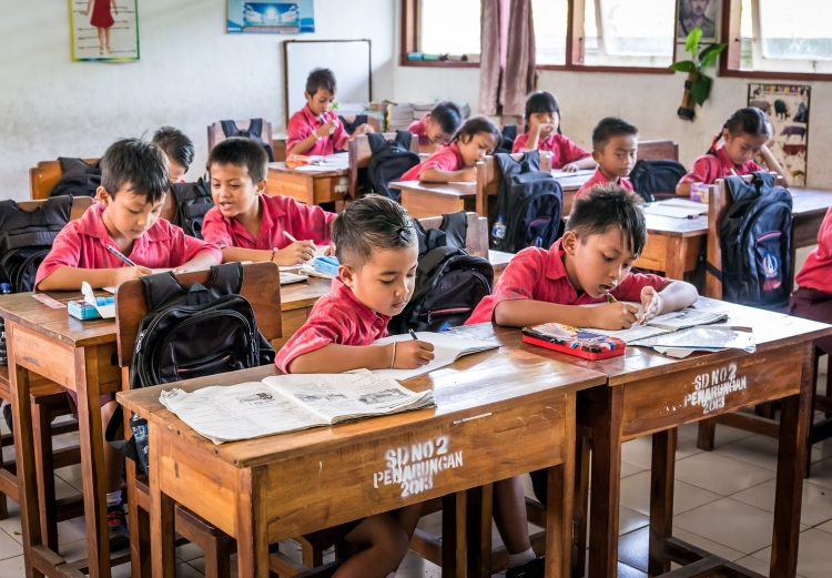 Elementary school students in a classroom in Bali, Indonesia. Photo: © Maciej Czekajewski/Shutterstock