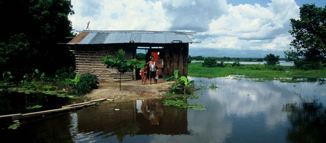 A family whose home in Colombia floods every year creates hazardous living conditions. © Scott Wallace/World Bank