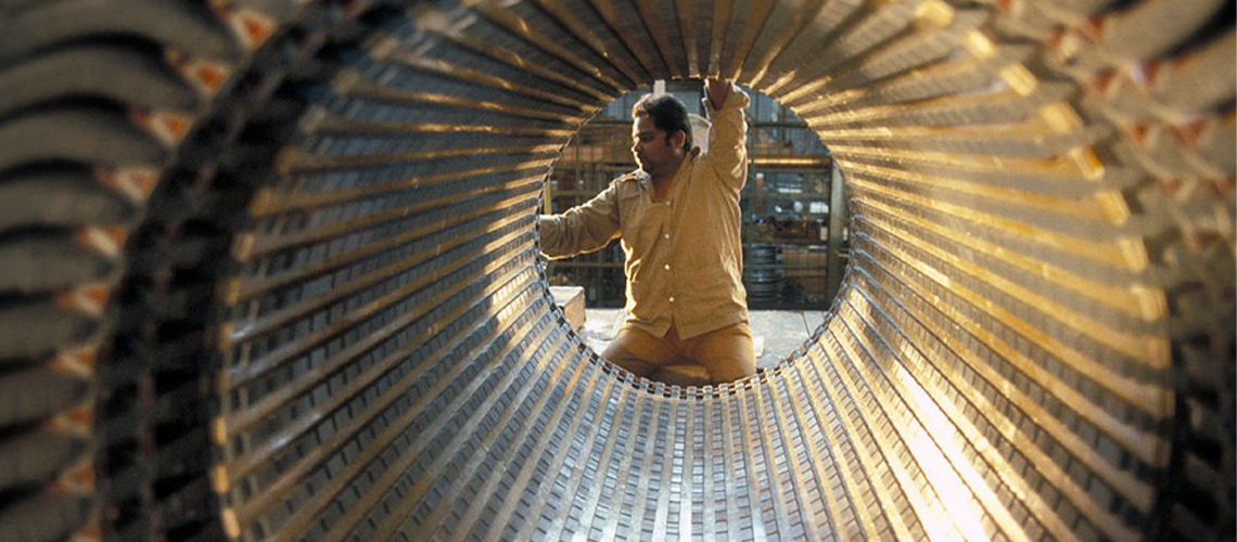Worker in factory. India. Photo: Ray Witlin / World Bank