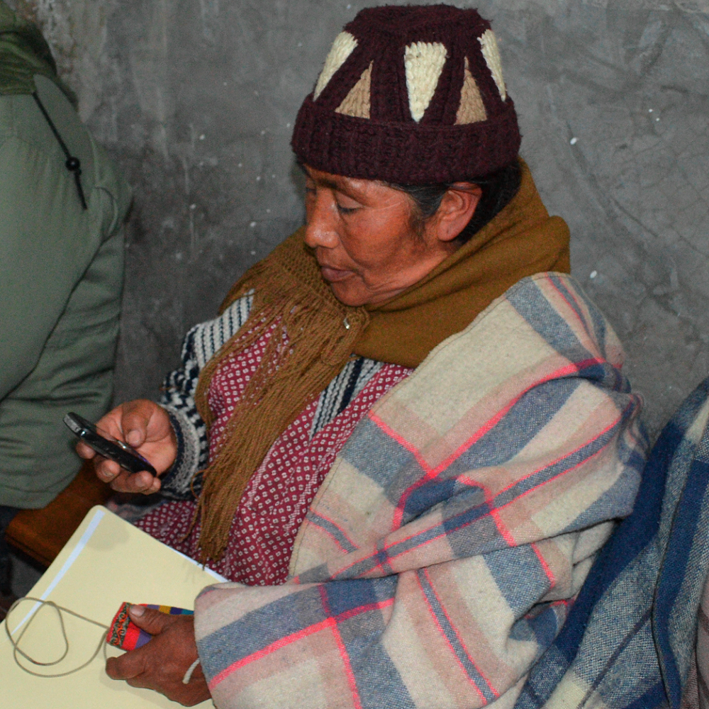 Residents in La Paz use mobile phones to practice submitting feedback to their municipal government via the Barrio Digital tool.