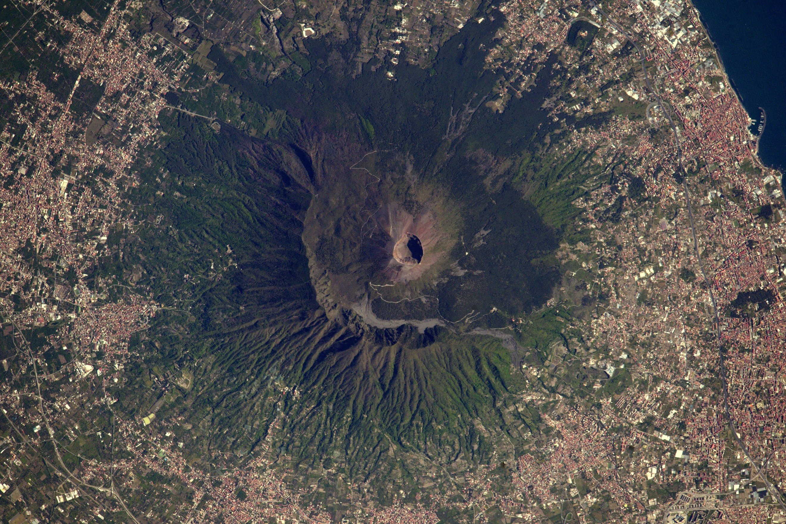 Although Italy's dormant Vesuvius volcano has not erupted since 1944, satellite image of eruptions can contribute to disaster mapping at any time. Image credit: ESA