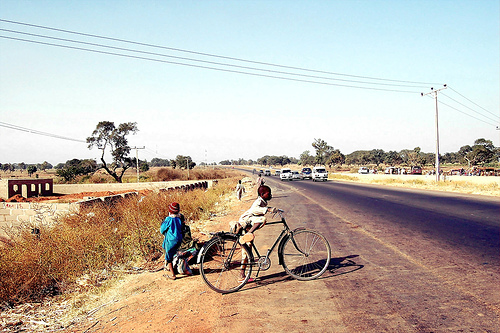 Road near Zaria, Nigeria. Source - pjotter05