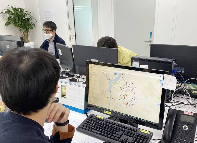 Korean government officials utilize geospatial information systems to trace COVID-19 cases. (Photo: Government of Korea)