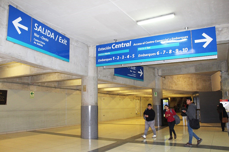 New signage in the Estación Central of the Metropolitano, designed to provide all users with optimal visibility. Source: Protransporte.