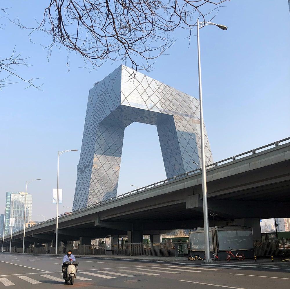 空荡的北京街头。摄影:Barjor Mehta/世界银行