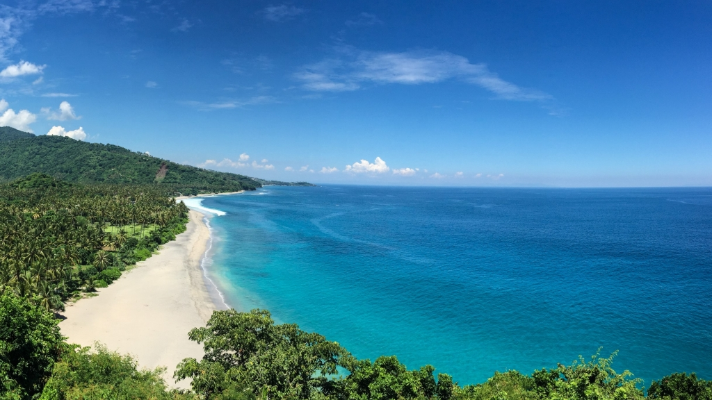 White beach and blue sea on Lombok Island where the World Bank is supporting a new LIPI Biodindustry center