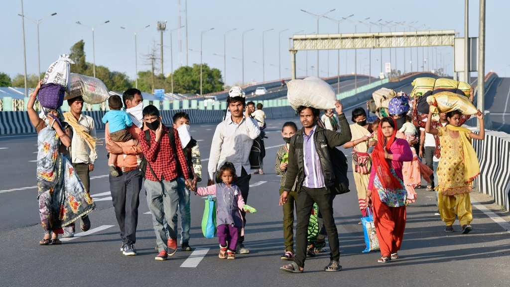 Migrant workers head home during coronavirus lockdown, India. Photo: Ajay Aggarwal / Shutterstock.coh