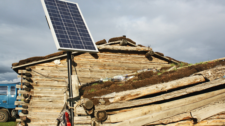 Portable solar systems in rural Mongolia © Dave Lawrence/World Bank