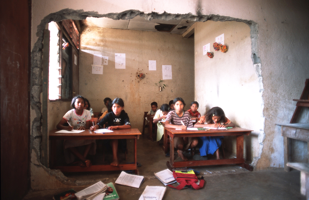 Students in a war-damaged classroom in Timor-Leste. © Alex Baluyut/World Bank