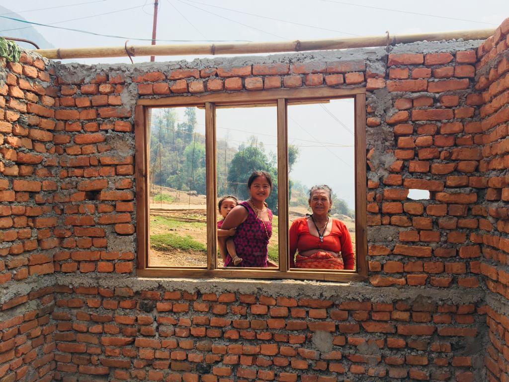 Women at a reconstruction site in Nepal. © Keiko Sakoda/World Bank